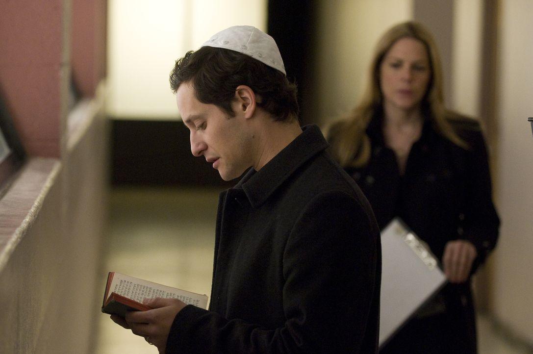 Seine Frau ist schwanger und will ihm keinen Zugang zum Kind geben: Avi (Jeremy Glazer) ist am Boden zerstört ... - Bildquelle: USA Network