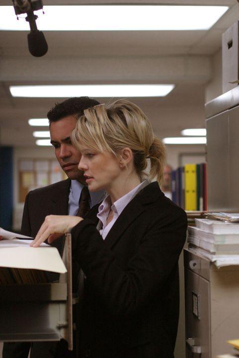 Der aktuelle Fall bereitet Det. Lilly Rush (Kathryn Morris, r.) und ihrem Kollegen Det. Scott Valens (Danny Pino, l.) Kopfzerbrechen ... - Bildquelle: Warner Bros. Television