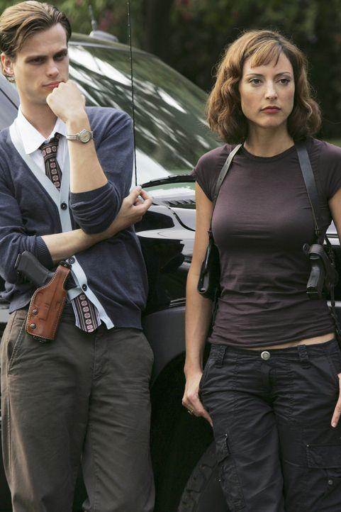 Für Reid (Matthew Gray Gubler, l.) und Elle (Lola Glaudini, r.) beginnt ein Wettlauf mit der Zeit, um einen Jungen von einem Pädophilen zu retten... - Bildquelle: Touchstone Television