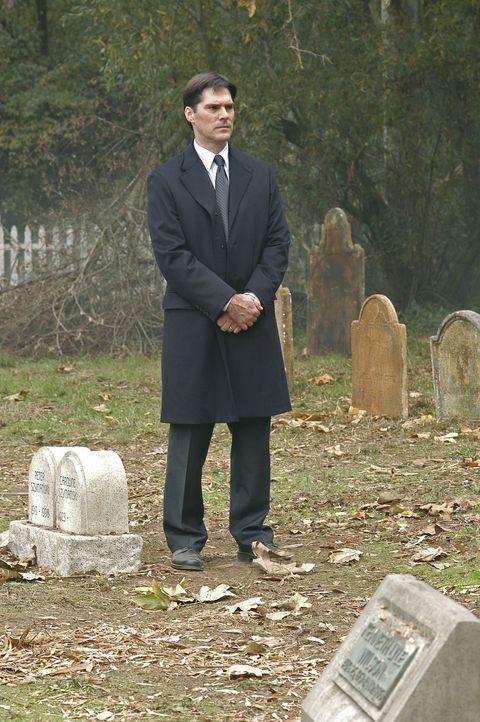 Einem bestialischen Mörder auf der Spur: Aaron (Thomas Gibson) ... - Bildquelle: Touchstone Television