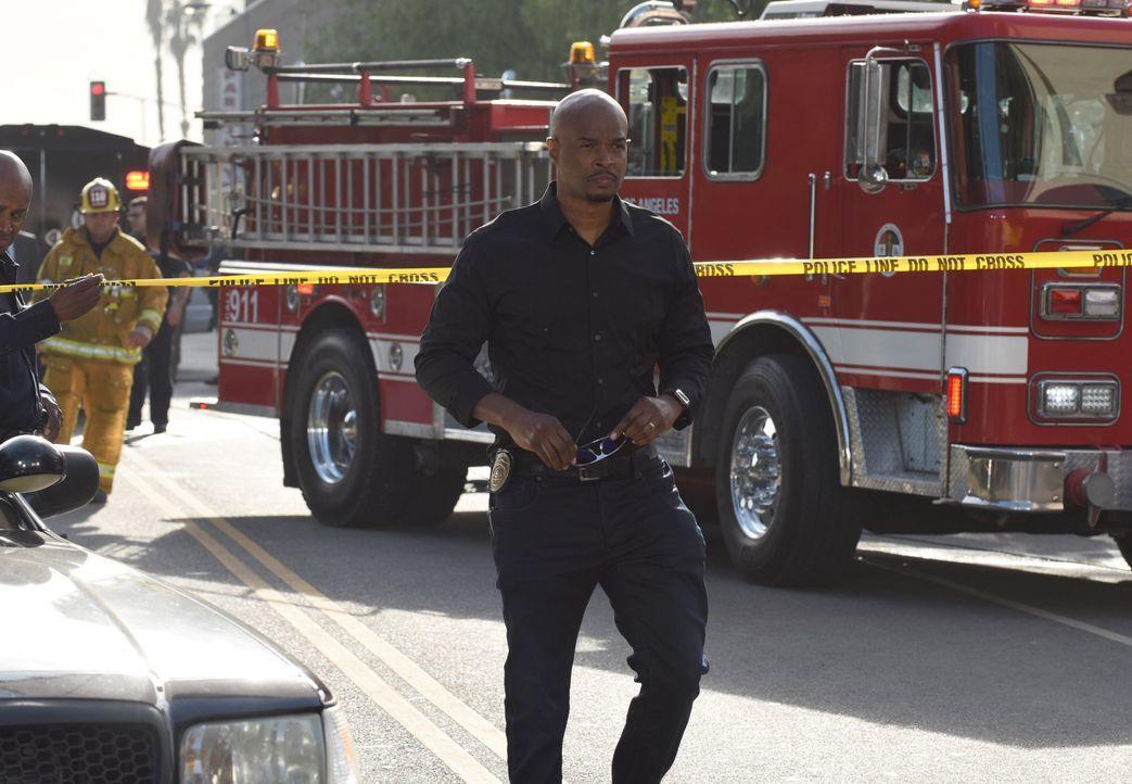 Als er erfährt, dass Avery für den City Council kandidieren möchte und dafür die Captain-Position aufgeben müsste, wittert Murtaugh (Damon Wayans) s... - Bildquelle: Warner Brothers