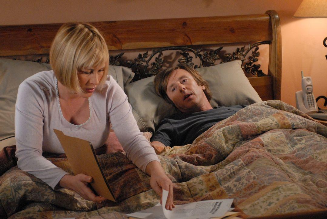 Allison (Patricia Arquette, l.) hat wiederkehrende Träume von ihrer Vergangenheit, die auch die Gegenwart auf schockierende Weise beeinflussen. Joe... - Bildquelle: Paramount Network Television