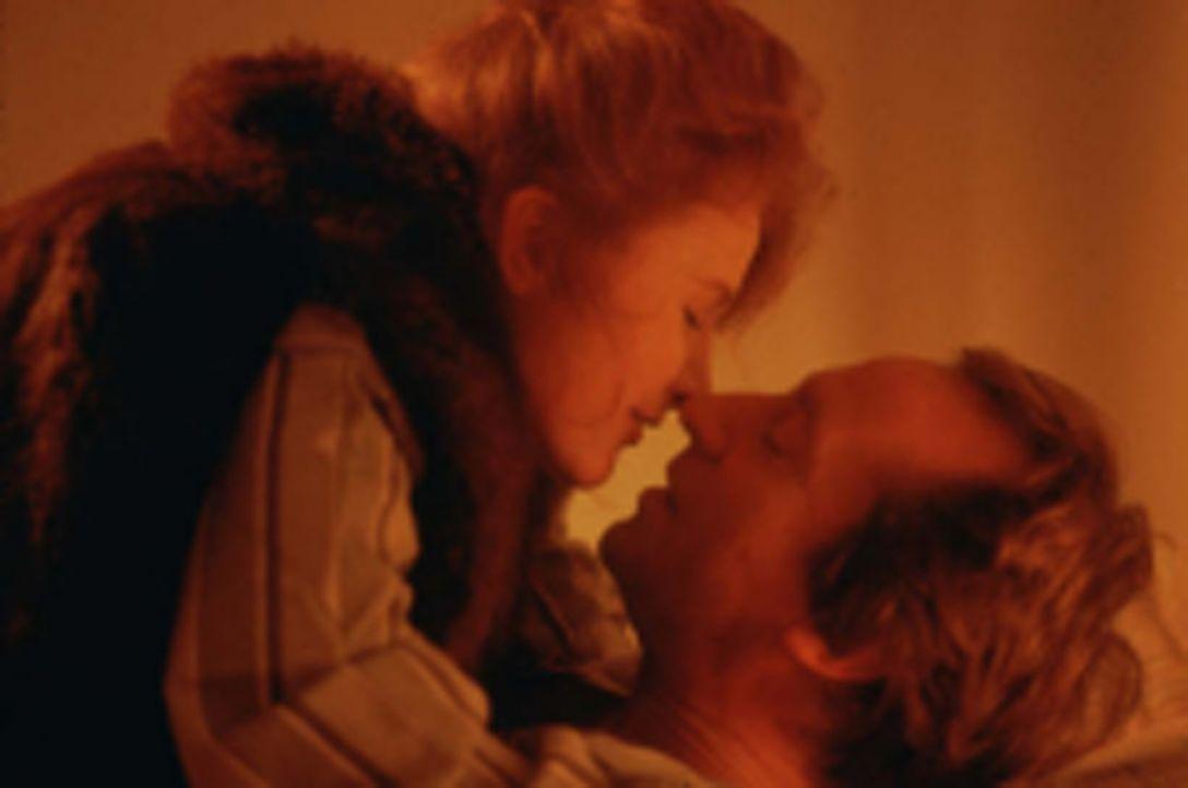 Maddy (Eleanor David, l.) und Alan (Bill Paterson, r.) sind ein glückliches Paar - doch das Glück währt nicht lange ...