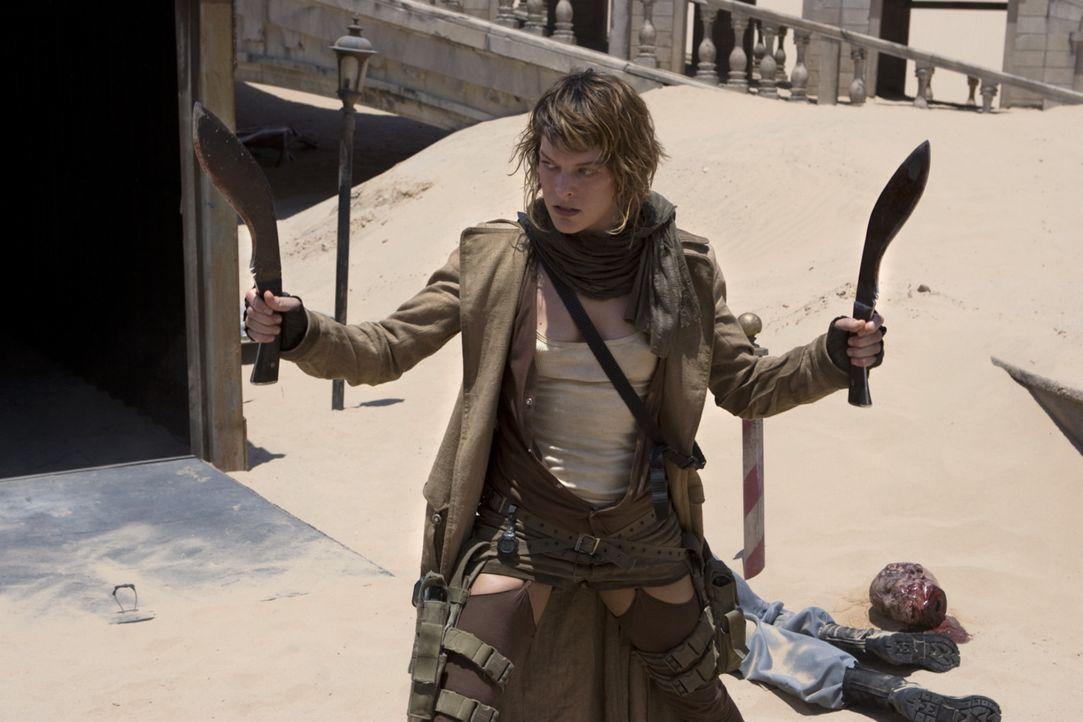 Sie kämpft mit allen Mitteln: Alice (Milla Jovovich) versucht, die Überlebenden zu retten ... - Bildquelle: Constantin Film