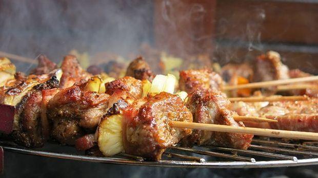 mariniertes Fleisch auf dem Grill