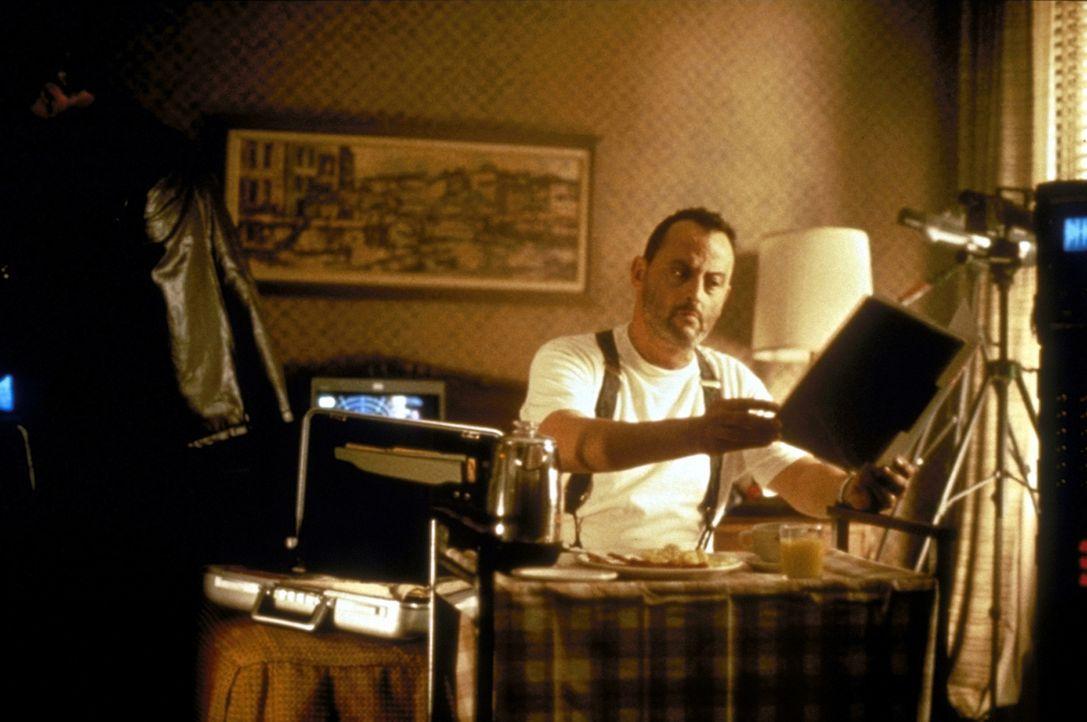 """""""Versicherungsvertreter"""" Philippe Roaché (Jean Reno) hat seine ganz eigenen Gründe, warum er Godzilla unschädlich machen will ... - Bildquelle: 1998 TriStar Pictures, Inc. All Rights Reserved."""
