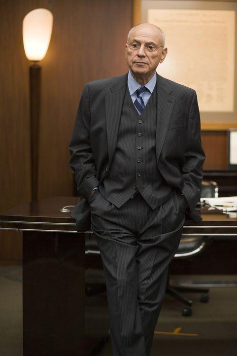 Was hat Senator Hawkins (Alan Arkin) mit der Entführung des ägyptischstämmigen US-Ingenieurs Anwar El-Ibrahimi zu tun? - Bildquelle: Warner Brothers