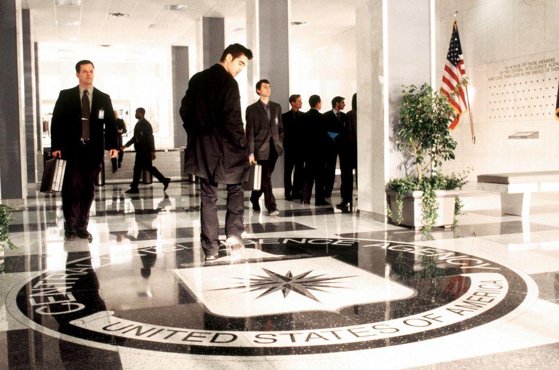 Um den Tod seines Vaters, der bei der CIA war und bei einem Flugzeugabsturz ums Leben kam, aufzuklären, erklärt sich der brillante Computer-Spezia... - Bildquelle: SPYGLASS ENTERTAINMENT GROUP.LP.ALL RIGHTS RESERVED