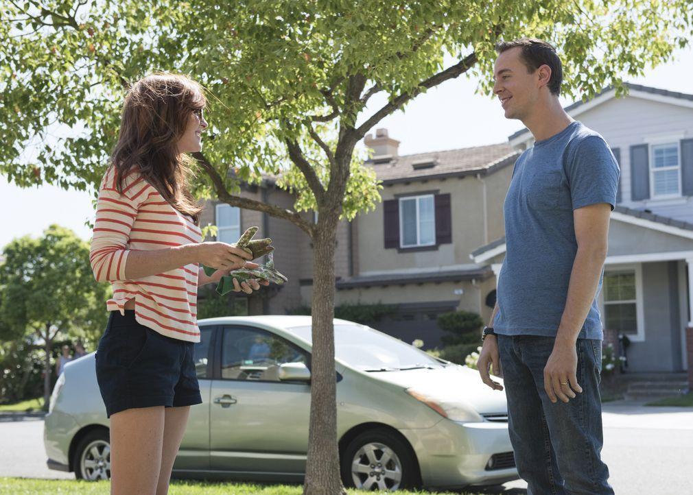 Hat Lauren Hudson (Stephanie Koenig, l.) etwas zu verbergen? McGee (Sean Murray, r.) versucht alles, um dies herauszufinden ... - Bildquelle: Colleen Hayes CBS Television / Colleen Hayes