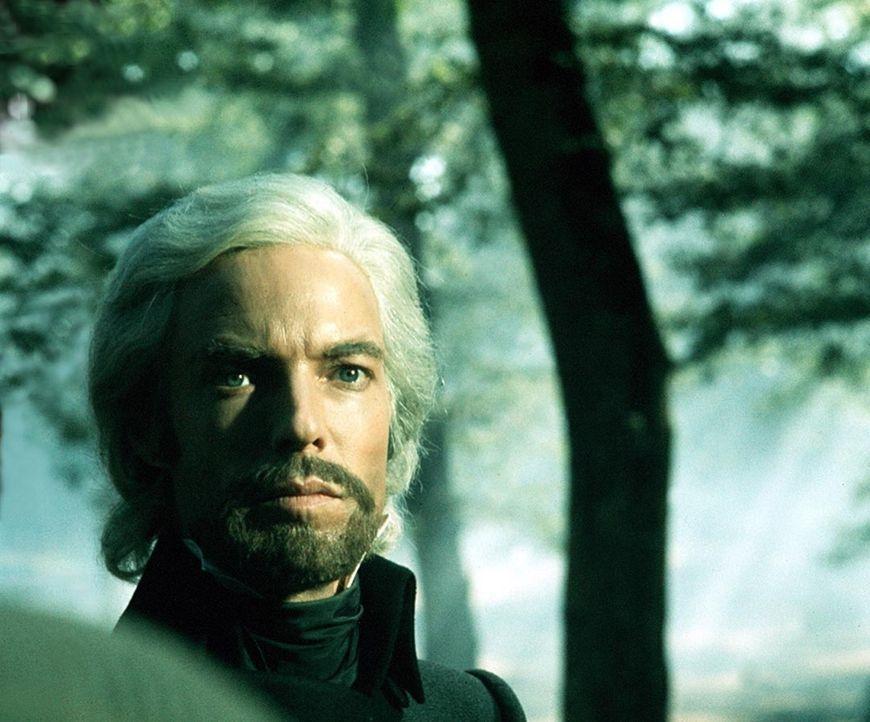 Zurückgekehrt, schafft sich Dantes (Richard Chamberlain) eine neue Identität als Graf von Monte Christo, als ein Aristokrat von unermesslichem Rei... - Bildquelle: National Broadcasting Company (NBC)