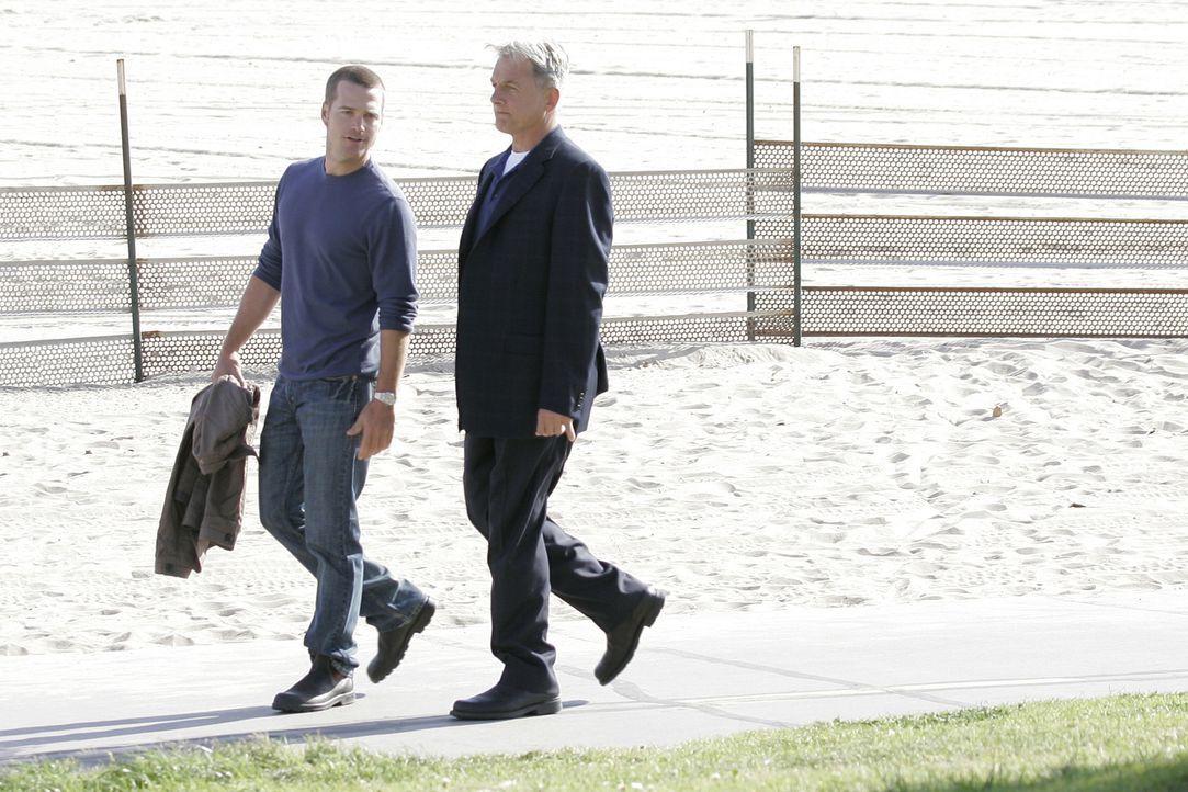 Ein Marine ist in Washington grausam gefoltert und ermordet worden. Gibbs (Mark Harmon, r.) fliegt hin, um zu ermitteln. Dort trifft er auf Special... - Bildquelle: CBS Television