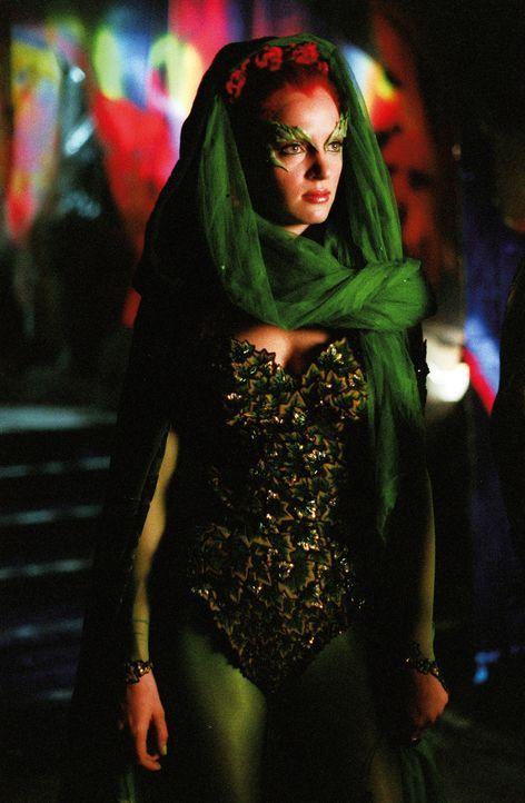 Betörend-gefährlich: Poison Ivy (Uma Thurman) ist Meisterin darin, Männer zu verführen und für ihre Zwecke auszunutzen. - Bildquelle: Warner Bros. Pictures