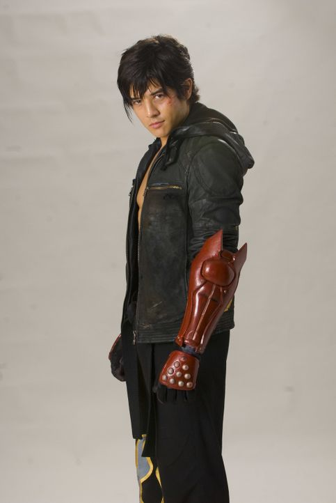 "Jin (Jon Foo) ist ein junger Straßenkämpfer. Als seine Mutter von den Soldaten des Großkonzerns ""Tekken"" getötet wird, sinnt er auf Rache ... - Bildquelle: 2010 CST PRODUCTIONS, LLC   ALL RIGHTS RESERVED"