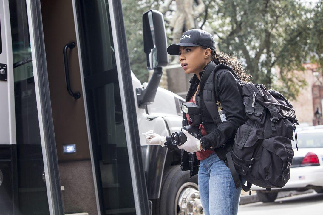 Percy (Shalita Grant) und ihre Kollegen vom NCIS wollen den Mord an einem Navy-Offizier aufklären und stoßen dabei auf eine mögliche Verbindung zum... - Bildquelle: Skip Bolen 2016 CBS Broadcasting, Inc. All Rights Reserved / Skip Bolen