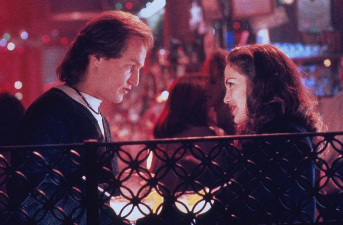Nach einem verpfuschten Einsatz, der ihn den Job kostet und einer unerwiderten Liebe zu der Kollegin (Jennifer Lopez, r.), schmiedet Charlie (Woody... - Bildquelle: Columbia Tristar