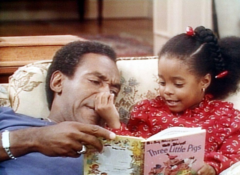 Cliff (Bill Cosby, l.) gibt sein Bestes, seiner kleinen Rudy (Keshia Knight Pulliam, r.) die Märchen richtig vorzulesen. - Bildquelle: Viacom