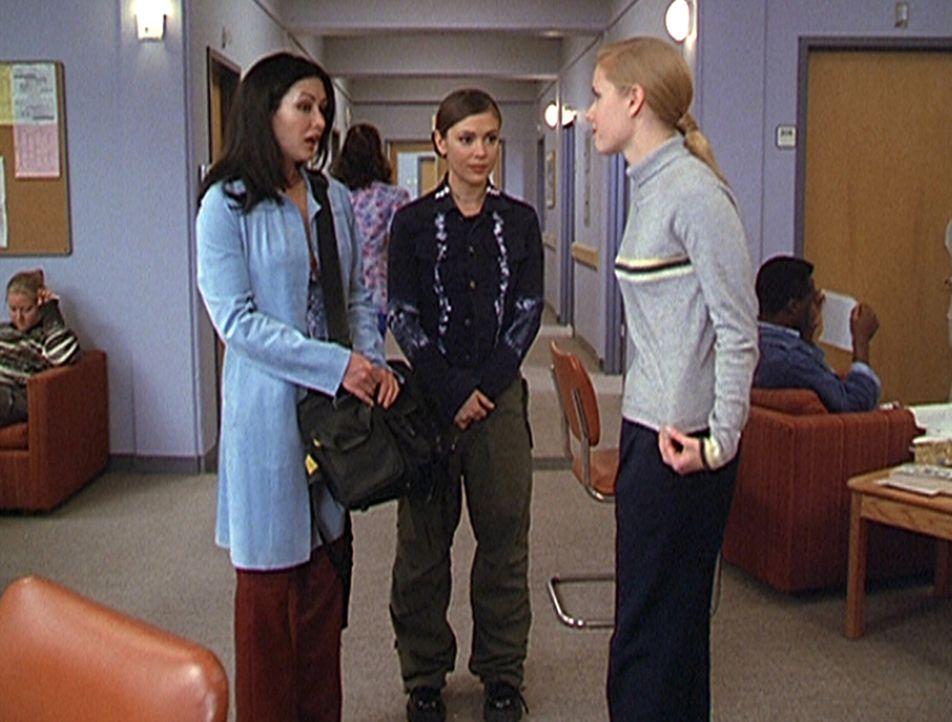 Dank Prue (Shannen Doherty, l.) und Phoebe (Alyssa Milano, M.) hat Maggie (Amy Adams, r.) neuen Lebensmut gewonnen. - Bildquelle: Paramount Pictures