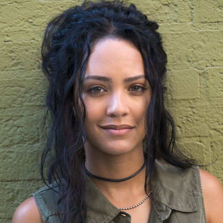 (1. Staffel) - Riley Davis (Tristin Mays) ist MacGyvers Kollegin wider Willen und eine höchst unberechenbare Hackerin mit krimineller Vergangenheit. - Bildquelle: Annette Brown 2016 CBS Broadcasting, Inc. All Rights Reserved / Annette Brown