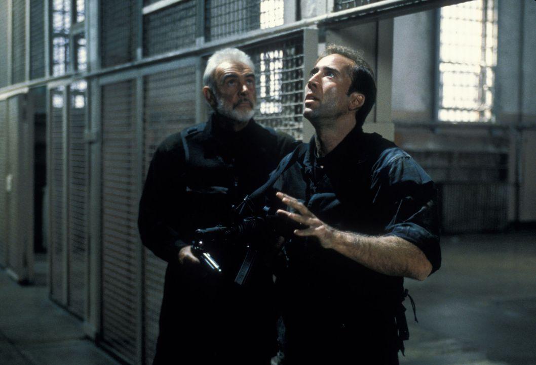 Das Schicksal San Franciscos liegt nun in den Händen des Chemiewaffenexperten Stanley Goodspeed (Nicolas Cage, r.) und des britischen SAS-Agenten Jo... - Bildquelle: Hollywood Pictures Company.  All rights reserved