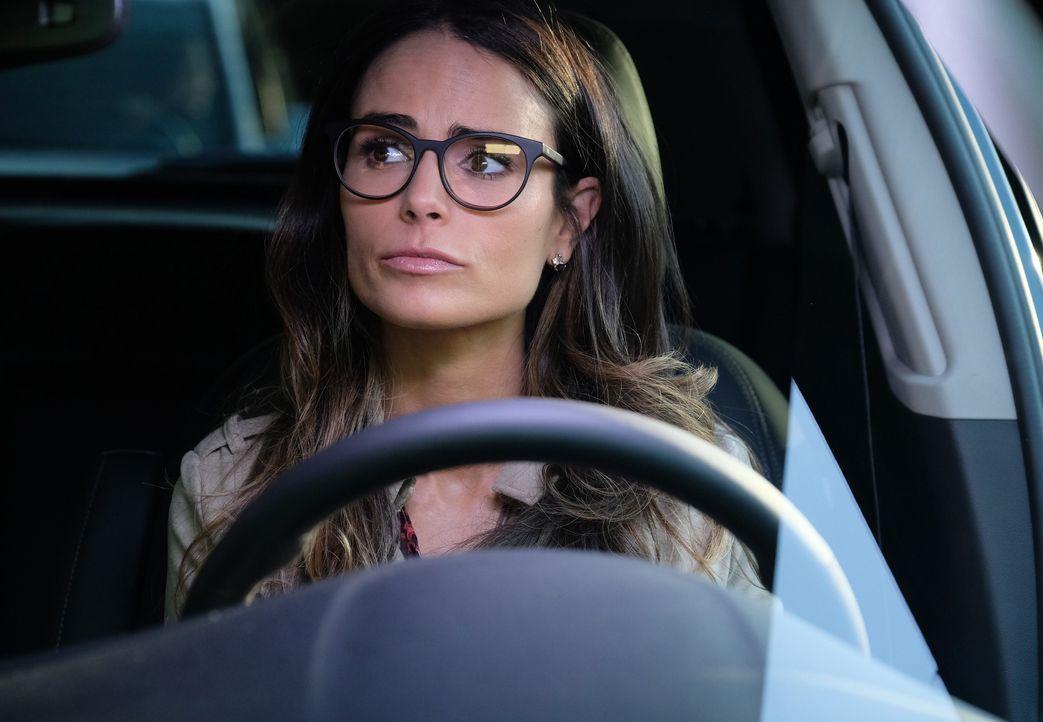 Muss Riggs mittlerweile auch unterwegs beraten: Dr. Maureen Cahill (Jordana Brewster) ... - Bildquelle: Warner Brothers