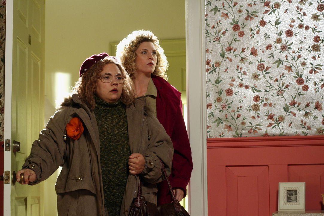 Rückblende ins Jahr 1989: Martha Puck (Emily Nelson, l.) und Stefanie Levine (Cristina Ann Williamson, r.) ... - Bildquelle: Warner Bros. Television