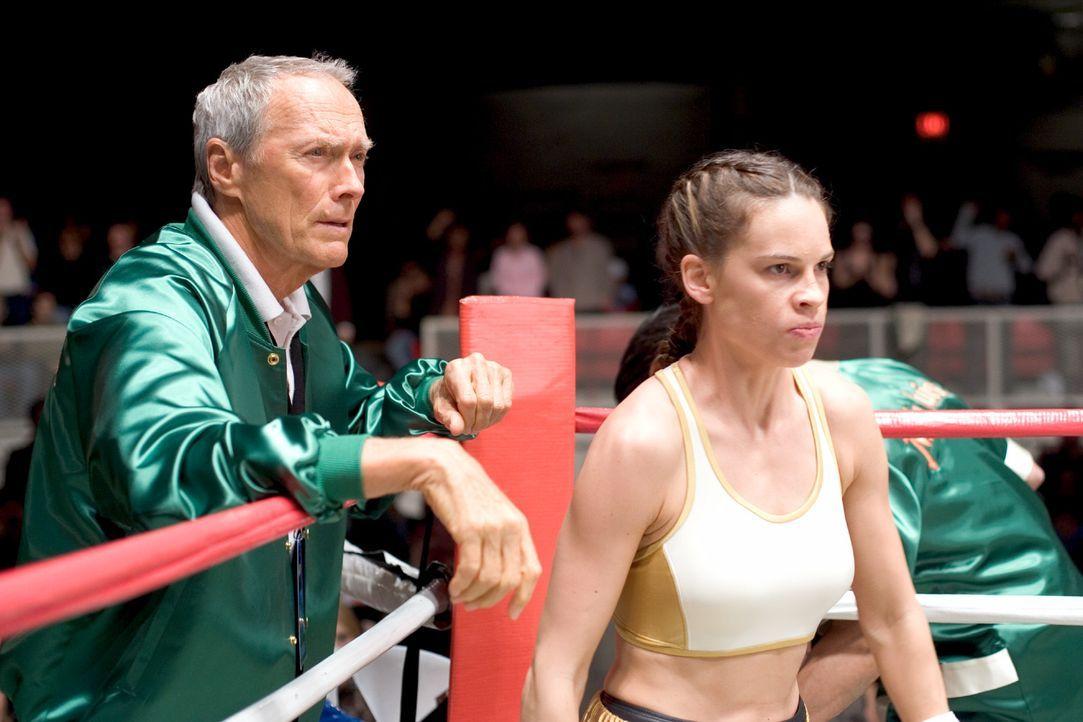 """""""Immer an die Deckung denken"""", ist Frankies (Clint Eastwood, l.) Motto. Seine eigene Deckung war lange Zeit in Ordnung -bis Maggie Fitzgerald (Hilar... - Bildquelle: Epsilon Motion Pictures"""