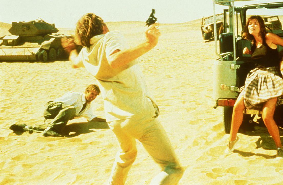 Ein Mörder hat es auf Jake (Jeff Fahey, l.) und auf Rene (Camilla More, r.) abgesehen. Hat es etwas mit dem Alexanderschatz zu tun? - Bildquelle: Metro-Goldwyn-Mayer