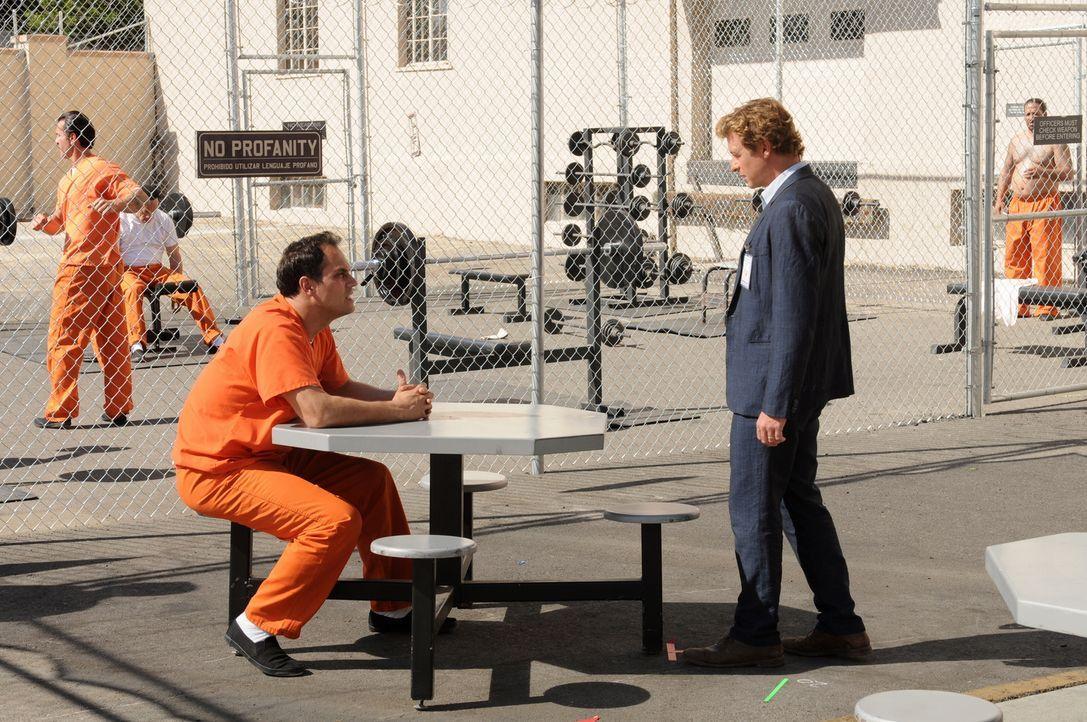 Jared (Todd Stashwick, l.), Sohn aus gutem Hause, sitzt wegen Mordes in Haft. Er will, dass Patrick (Simon Baker, r.) seine Unschuld beweist. Im Geg... - Bildquelle: Warner Bros. Television
