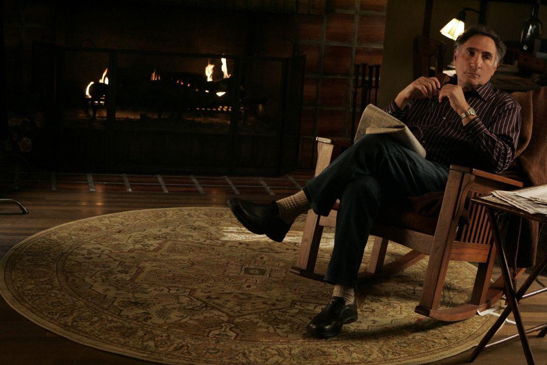 Alan Eppes (Judd Hirsch) unterstützt seine Söhne so gut er kann ... - Bildquelle: Paramount Network Television