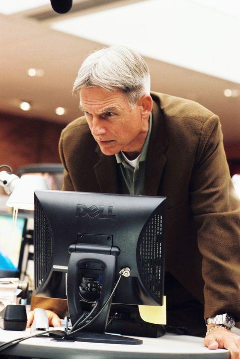 Gibbs (Mark Harmon) und sein Team untersuchen auf einem U-Boot einen Mordfall, dort machen sie eine merkwürdige Entdeckung ... - Bildquelle: CBS Television
