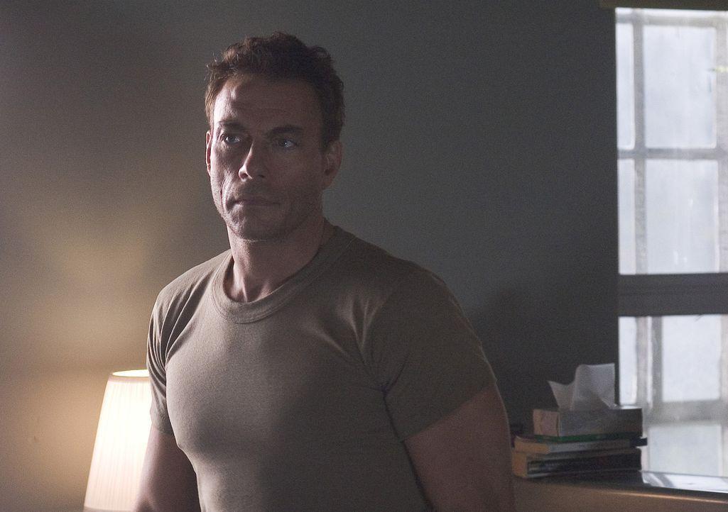 Als Philip Sauvage (Jean-Claude Van Damme) in Barclays Schwester verliebt, steht er auf einmal selbst mitten in der Schusslinie ... - Bildquelle: Sony Pictures Television International