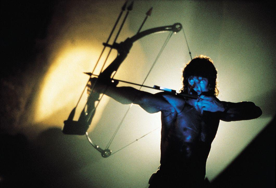 Rambo (Sylvester Stallone) setzt alles daran, Colonel Trautman befreien zu können ... - Bildquelle: 1988 STUDIOCANAL. All Rights Reserved.