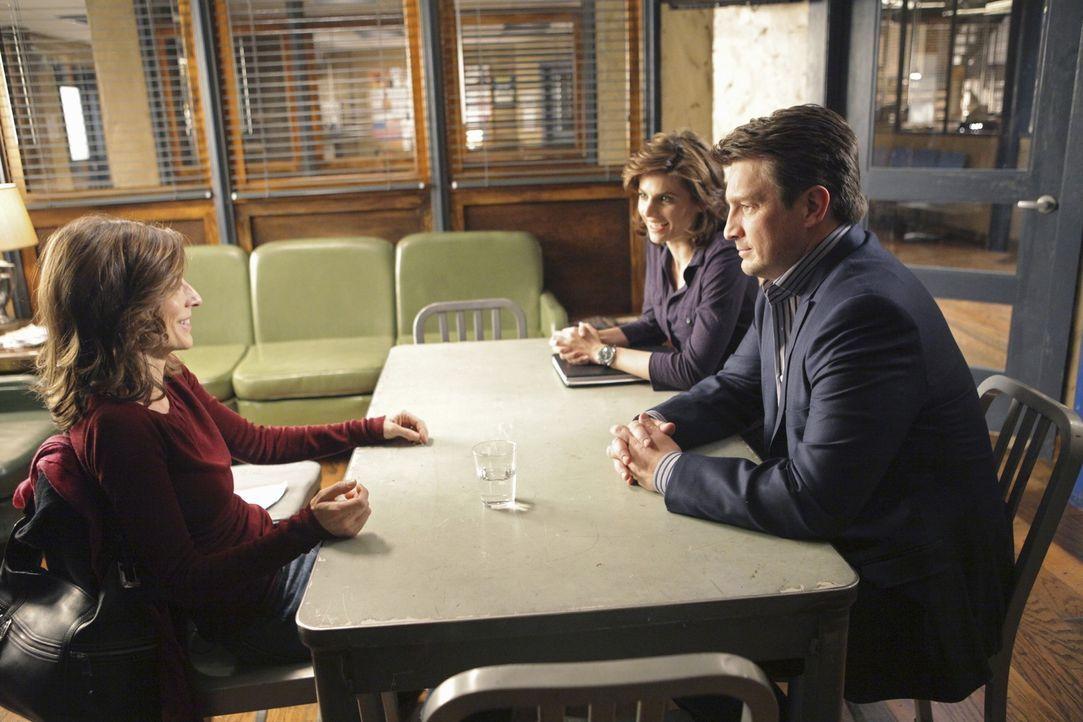 Castle (Nathan Fillion, r.) und Beckett (Stana Katic, M.) sprechen mit Helen Parker (Perrey Reeves, l.) über das Doppelleben, das ihr Mann vor seine... - Bildquelle: ABC Studios