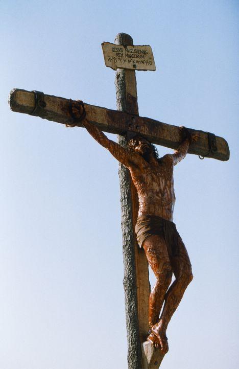 Von seinen Feinden verprügelt und ausgepeitscht, und schließlich ans Kreuz genagelt als König der Juden: Jesus von Nazareth (James Caviezel), der... - Bildquelle: Icon Film Distribution Ltd.