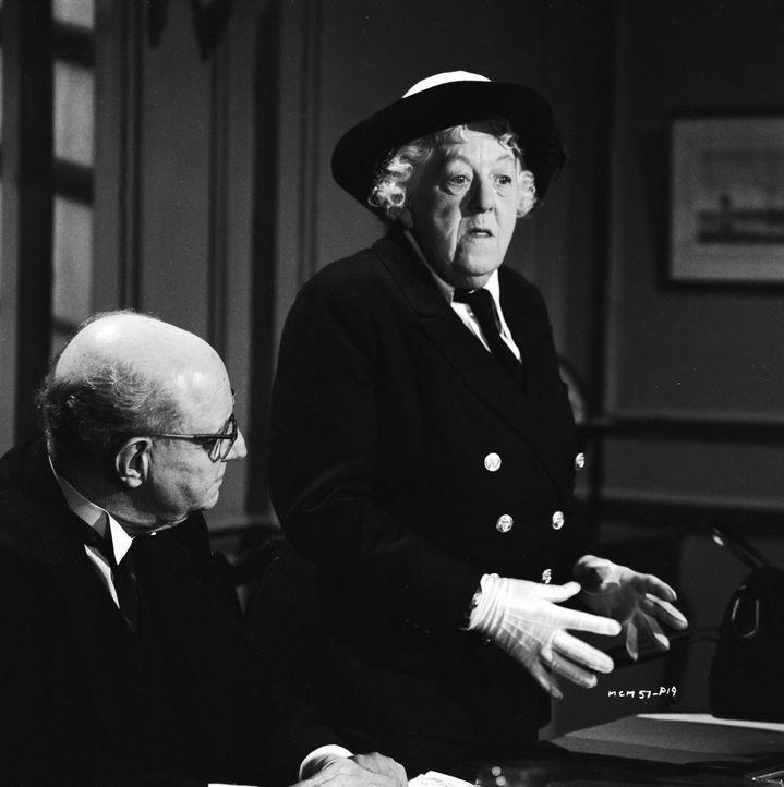 Wie hat sich der Mord ereignet? Miss Marple (Margaret Rutherford, r.)) versucht, die skeptische Schiffscrew von ihren Theorien zu überzeugen. Die Mä... - Bildquelle: Warner Brothers
