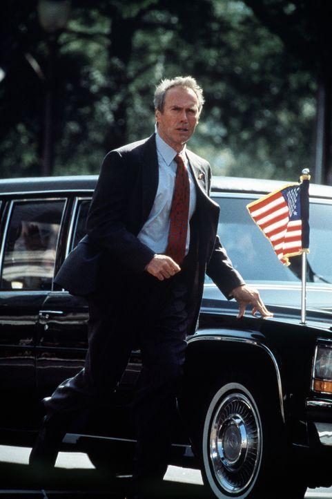 Seit der Ermordung John F. Kennedys verfolgt ein hartnäckiges Trauma den Secret-Service-Agent Frank Horrigan (Clint Eastwood). Eines Tages kündigt... - Bildquelle: Columbia Pictures