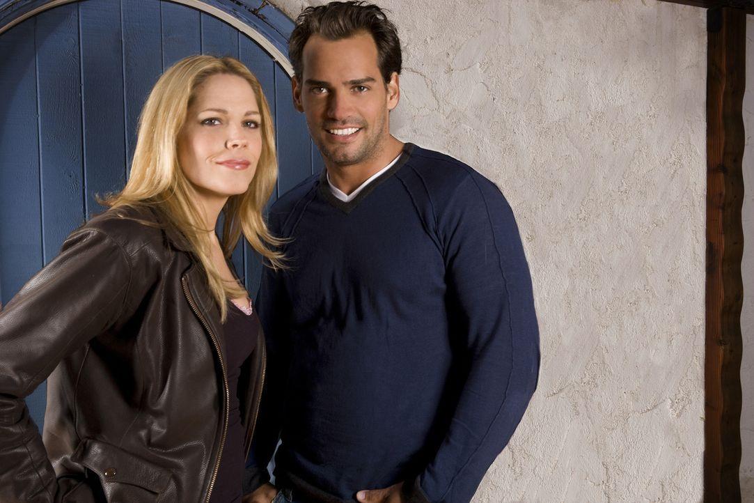 (1. Staffel) - Raphael Ramirez (Cristián de la Fuente, r.) und Mary Shannon (Mary McCormack, l.) verbindet eine komplizierte Beziehung ... - Bildquelle: Michael Muller USA Network