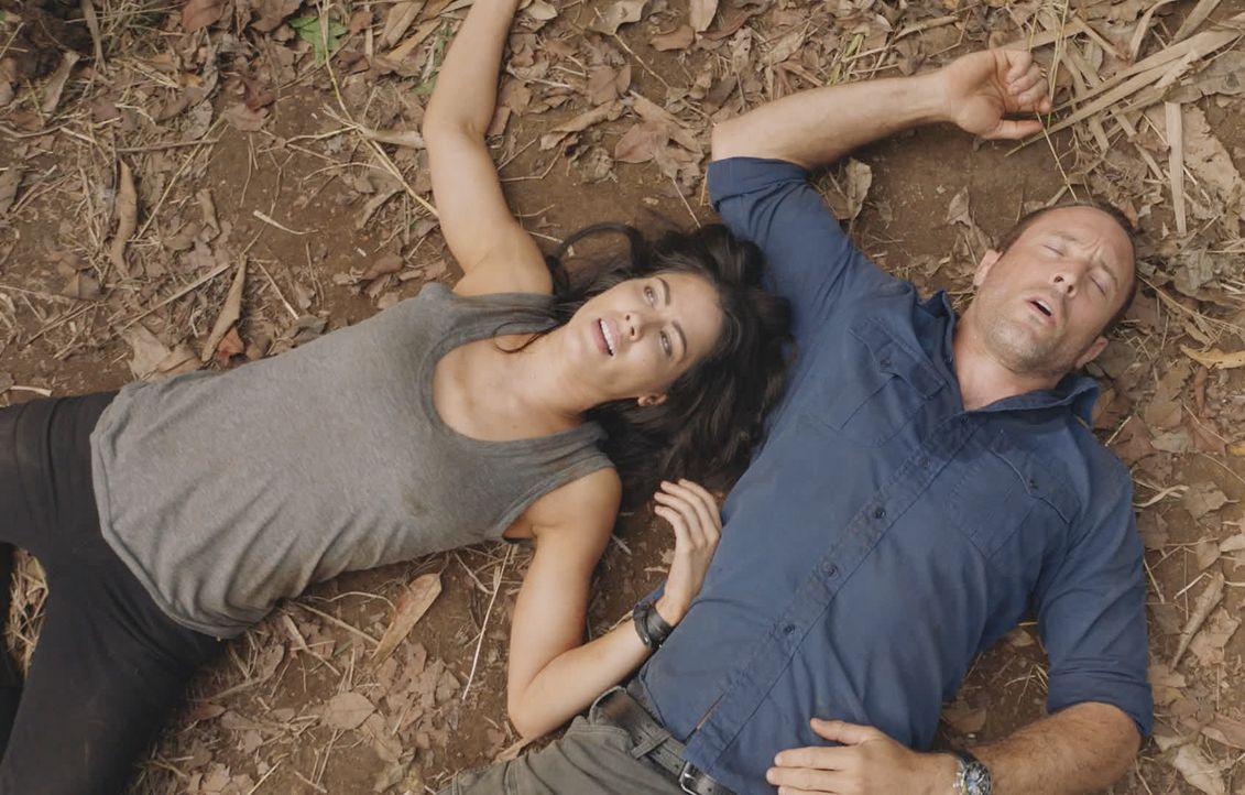 Erwachen zwischen Lt. Catherine Rollins (Michelle Borth, l.) und Steve McGarrett (Alex O'Loughlin, r.) wieder Gefühle? - Bildquelle: 2018 CBS Broadcasting, Inc. All Rights Reserved