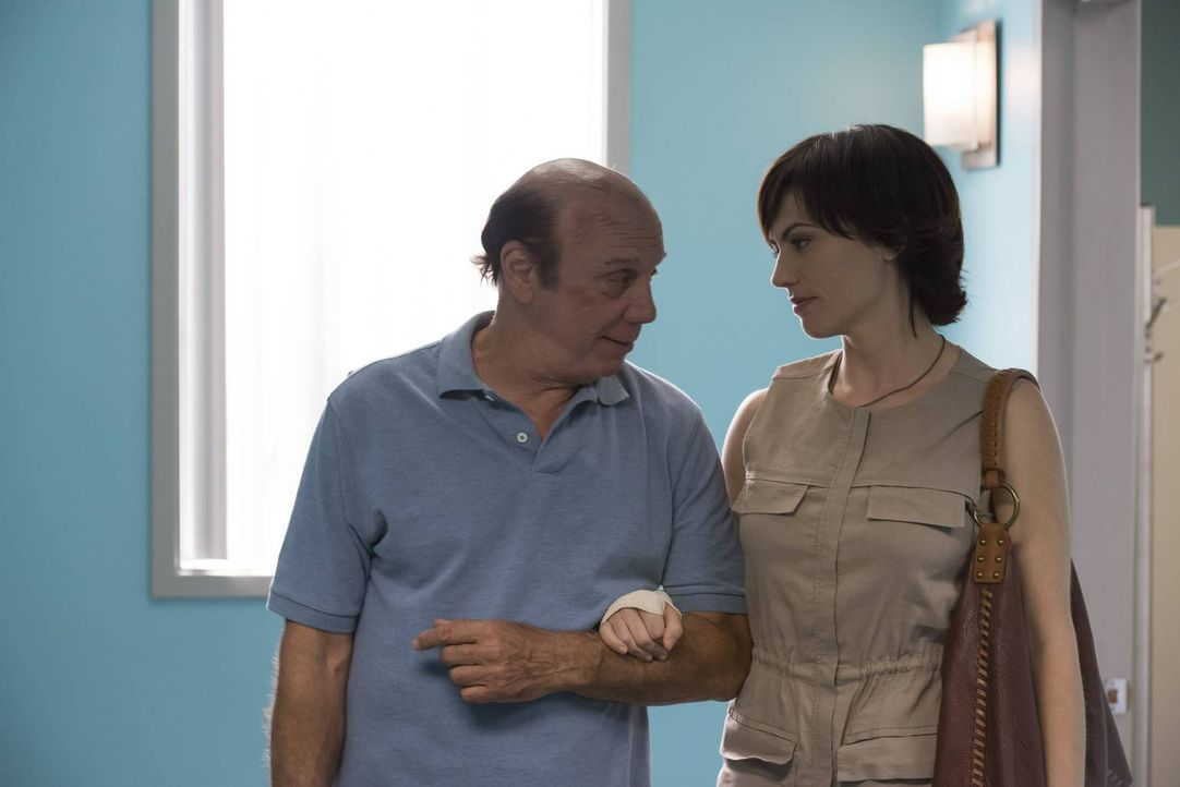 Zusätzlich zur Sorgerechtsvereinbarung bittet Tara (Maggie Siff, r.) Unser (Dayton Callie, l.), ihr dabei zu helfen, ein Kontaktverbot zu erwirken .... - Bildquelle: 2013 Twentieth Century Fox Film Corporation and Bluebush Productions, LLC. All rights reserved.