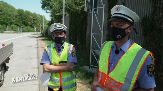Achtung Kontrolle - Achtung Kontrolle! - Thema U.a: Die Polizei Stoppt Einen überladenen Transporter