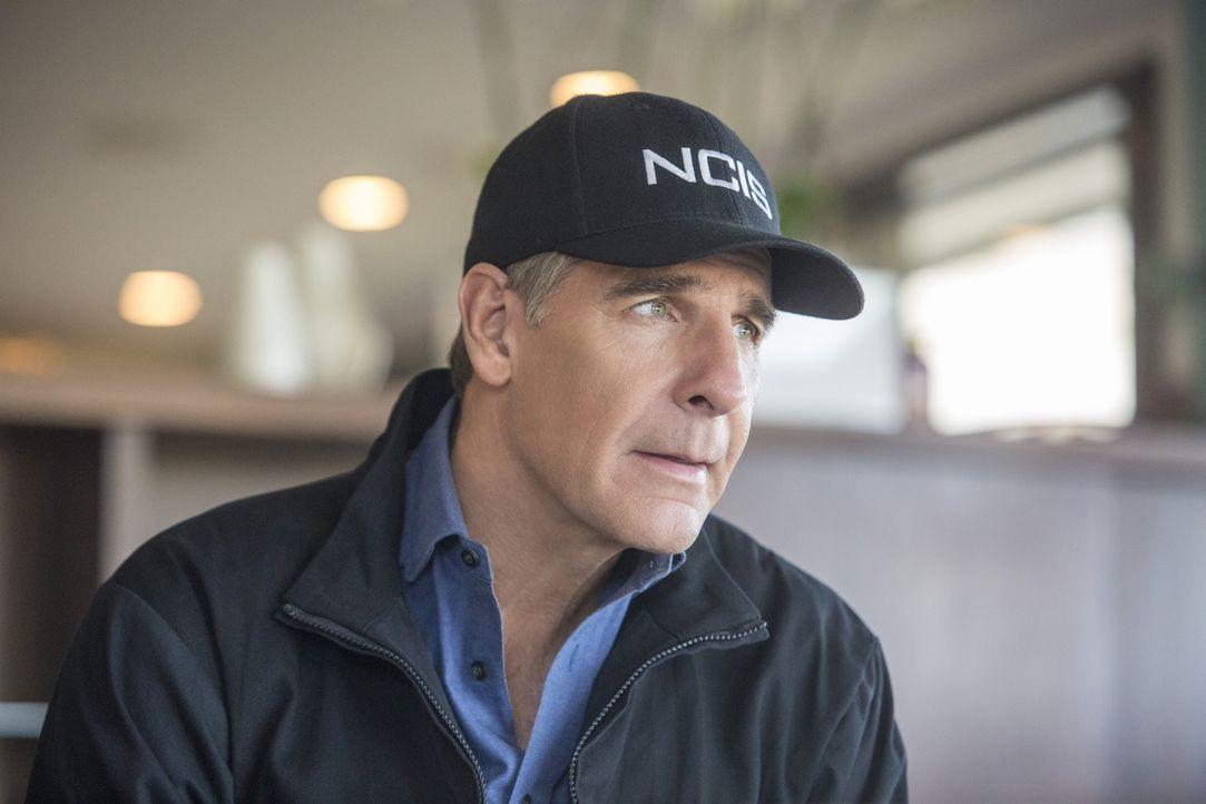 """Ist davon überzeugt, dass der schwer zu fassende """"Köderfisch"""" zurückgekehrt ist und setzt sein Team darauf an, ihn zu finden: Pride (Scott Bakula) .... - Bildquelle: 2015 CBS Broadcasting, Inc. All Rights Reserved"""