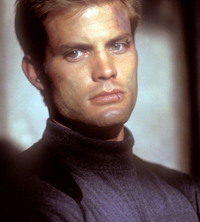 Seine gefährlichen Zeiten sind vorbei, doch Privatdetektiv Connor Spears (Casper Van Dien) wird von seiner Vergangenheit eingeholt ... - Bildquelle: 2000  MUSE PRODUCTIONS (TRACKER) INC.