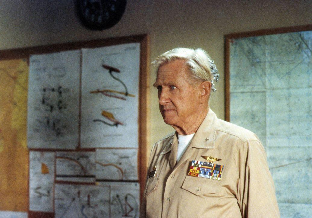 Chef der Einheit ist der lädierte und recht debile Kriegsveteran Admiral Benson (Lloyd Bridges), der sich damit rühmt, bei jedem seiner 194 Einsä... - Bildquelle: The 20th Century Fox Film Corporation