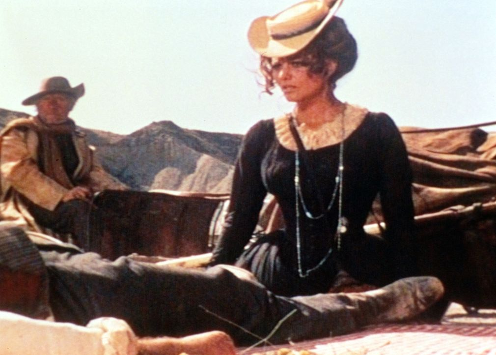 Jill (Claudia Cardinale) ist geschockt: Ihr frischgebackener Ehemann und dessen Kinder wurden brutal ermordet ... - Bildquelle: Paramount Pictures