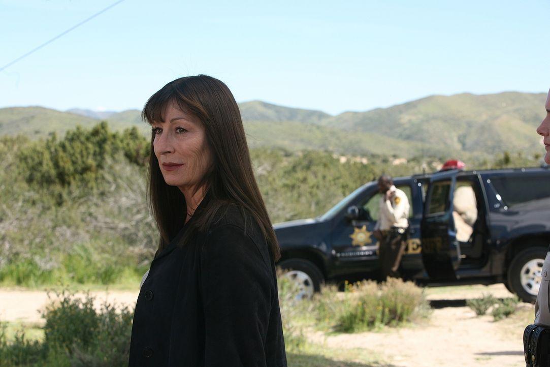 Wird Cynthia Keener (Anjelica Huston) die junge Bethany dazu bewegen, Christopher Sipes nicht umzubringen? - Bildquelle: Paramount Network Television