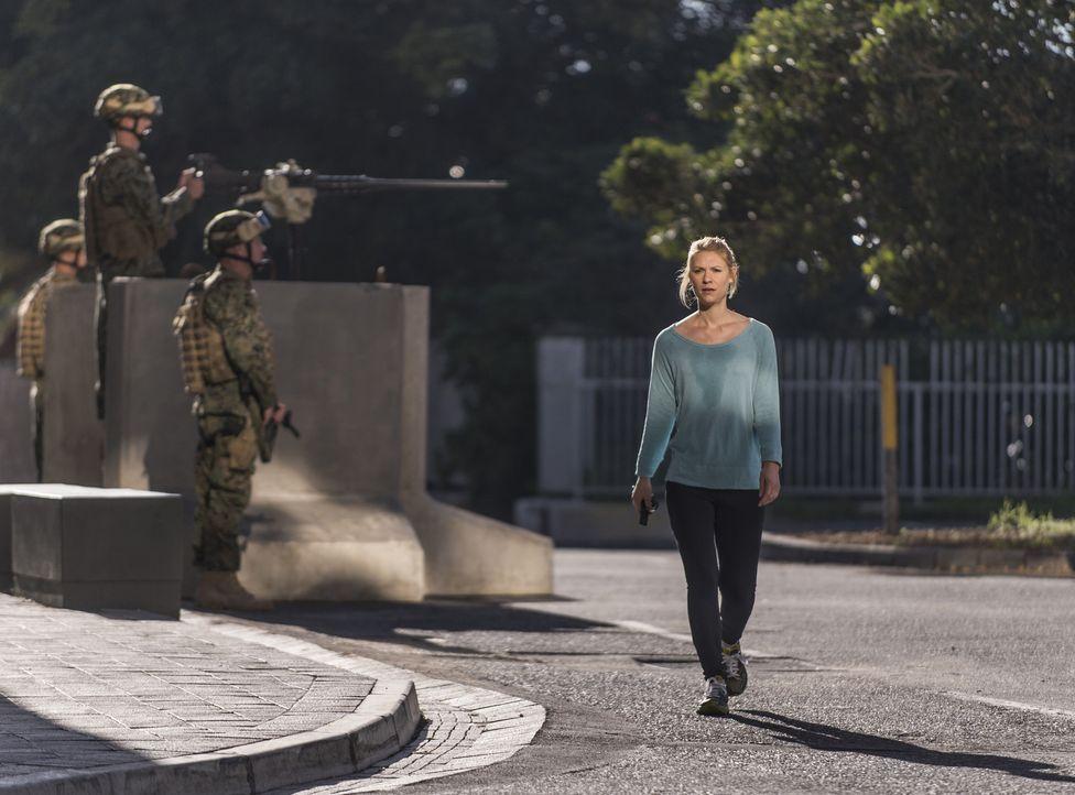 Zurück in Islamabad versucht sie hinter dem Rücken der Botschafterin mit Aayan, dem einzigen Überlebenden des Raketenangriffs in Dande Darpa Khel in... - Bildquelle: 2014 Twentieth Century Fox Film Corporation
