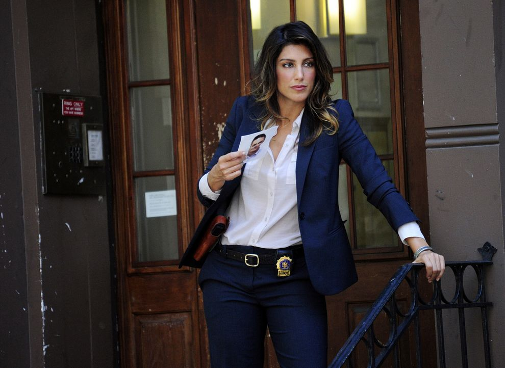 Auf der Suche nach Coles Mörder: Det. Jackie Curatola (Jennifer Esposito) - Bildquelle: 2011 CBS Broadcasting Inc. All Rights Reserved