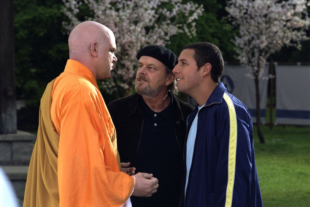 David (Adam Sandler, r.) muss sich im Auftrag von Dr. Rydell (Jack Nickolson, M.) dem bösen Geist seiner Kindheit, Arnie Shankman (John C. Reilly, l... - Bildquelle: 2003 Sony Pictures Television International. All Rights Reserved.