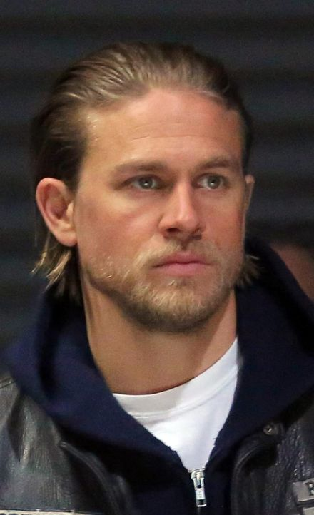 Der Durst nach Rache kann scheinbar bald gestillt werden: Jax (Charlie Hunnam) weiß jetzt, wo Juice ist ... - Bildquelle: Prashant Gupta 2013 Twentieth Century Fox Film Corporation and Bluebush Productions, LLC. All rights reserved.