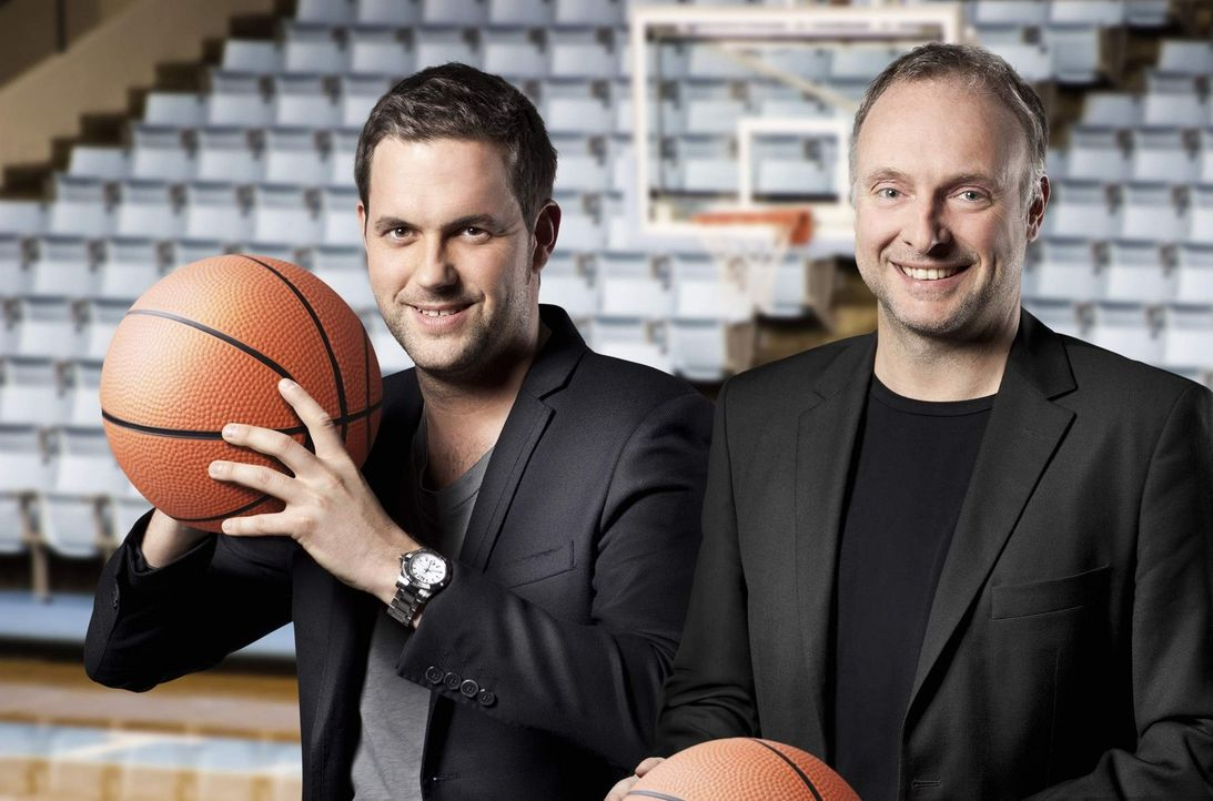Kommentieren die Beko Basketball Bundesliga: Frank Buschmann (r.) und Matthias Killing (l.) ... - Bildquelle: Benedikt Müller kabel eins